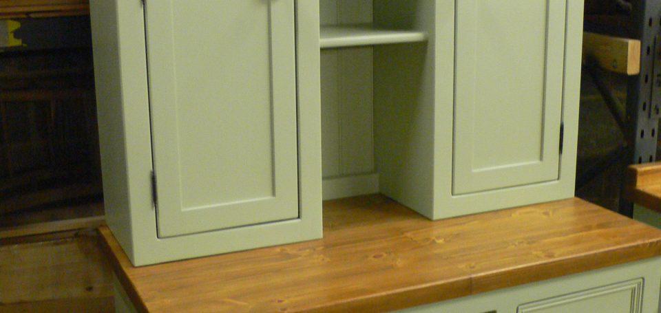 DR18 Dresser with Wine Rack