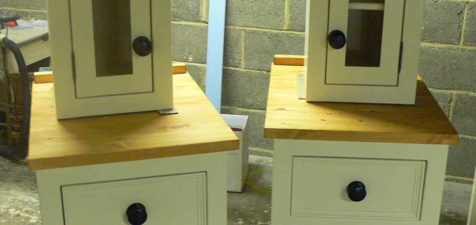 buc2 cooker units with glazed top cupboards