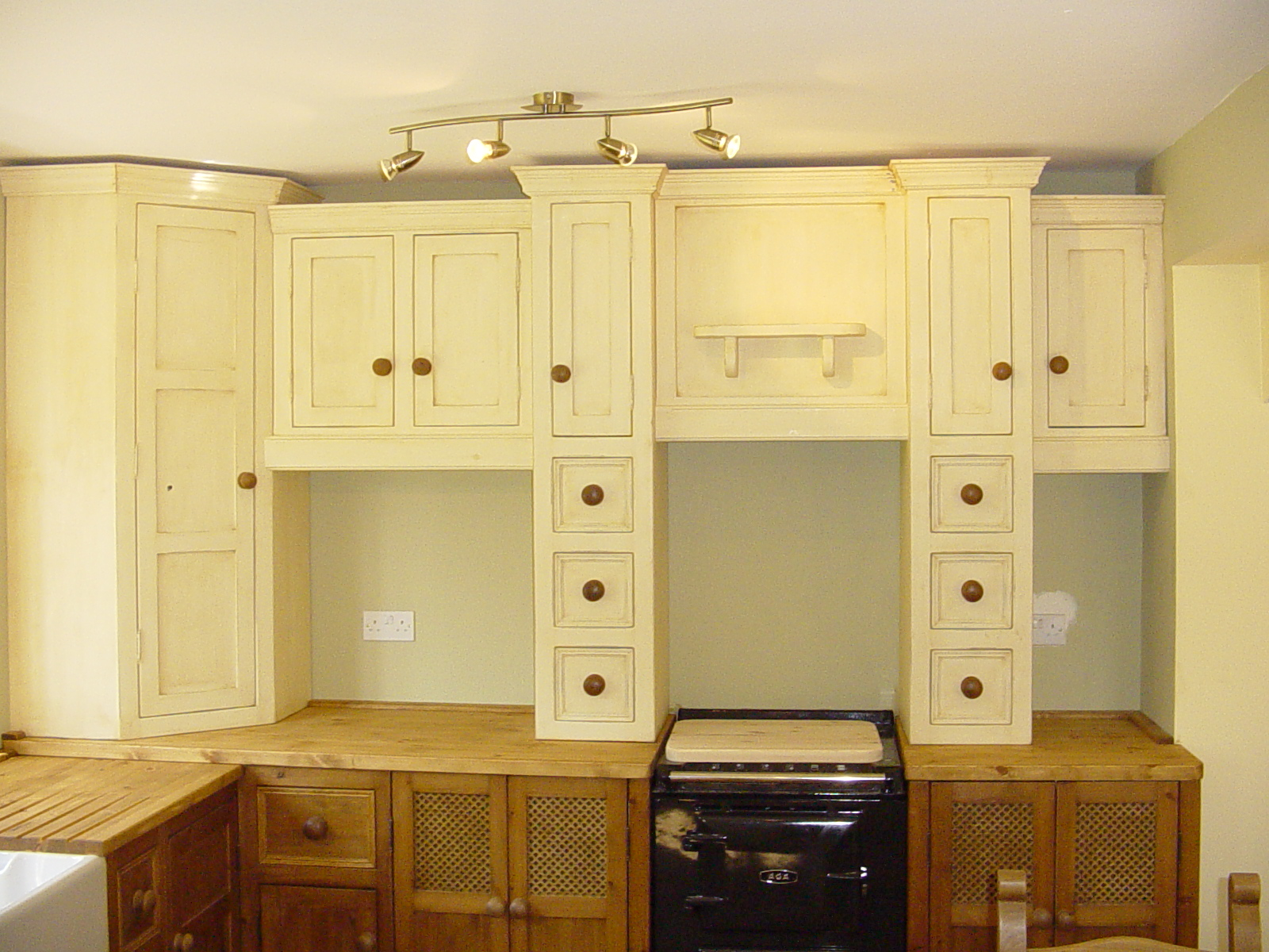 Maurice and zara 39 s oak kitchen units and cream wall units for Cream kitchen wall units