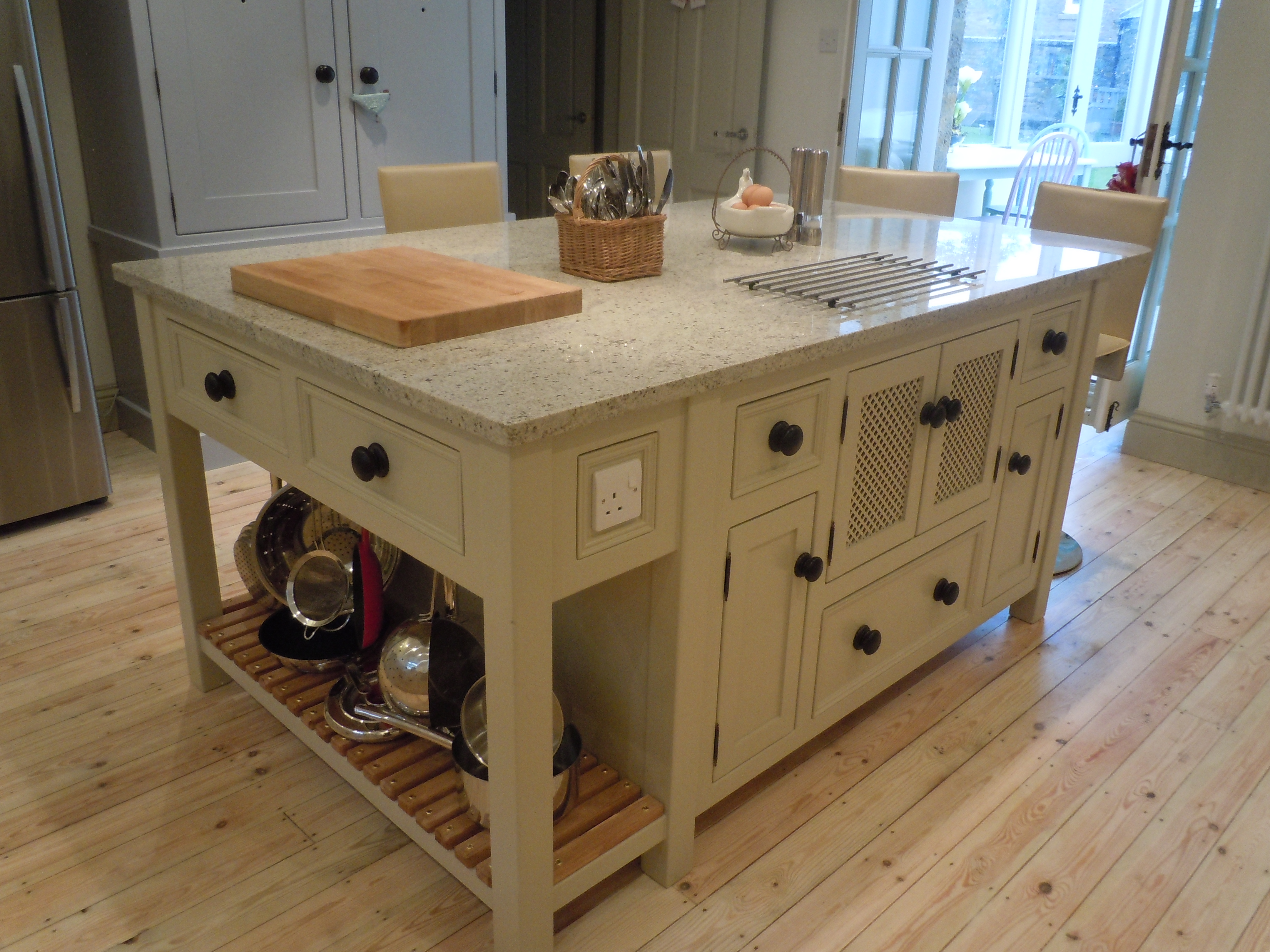 T14 Kitchen Island Unit With Hidden Microwave Cupboard