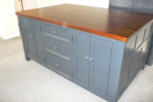 T17 KITCHEN ISLAND WITH SEATING - The Olive Branch Kitchens Ltd ...
